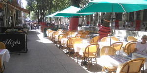 Le restaurant Les Alizés qui propose une carte soignée avec des plats traditionnels, des burgers, salades, pizzas est à découvrir en centre-ville de Nîmes.