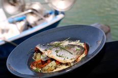 Restaurant poissons Grau du Roi à la Brasserie du Phare et sa carte autour des poissons à déguster sur les quais (® SAAM-fabrice Chort)