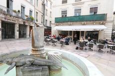 Le restaurant Le Mogador Nîmes vous reçoit en terrasse en centre-ville sur la Place du Marché (® networld-fabrice chort)